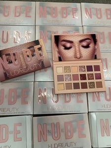 进口正品Huda Beauty New Nude限量18色抖音沙漠玫瑰眼影盘ins超火潮