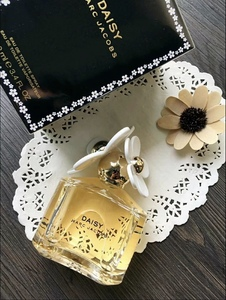 Marc Jacobs Daisy EDT 黑色小雏菊女士香水100ml 黑盒白花